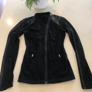 🌟Lululemon Rare Black Fitted Jacket ~ Size 4